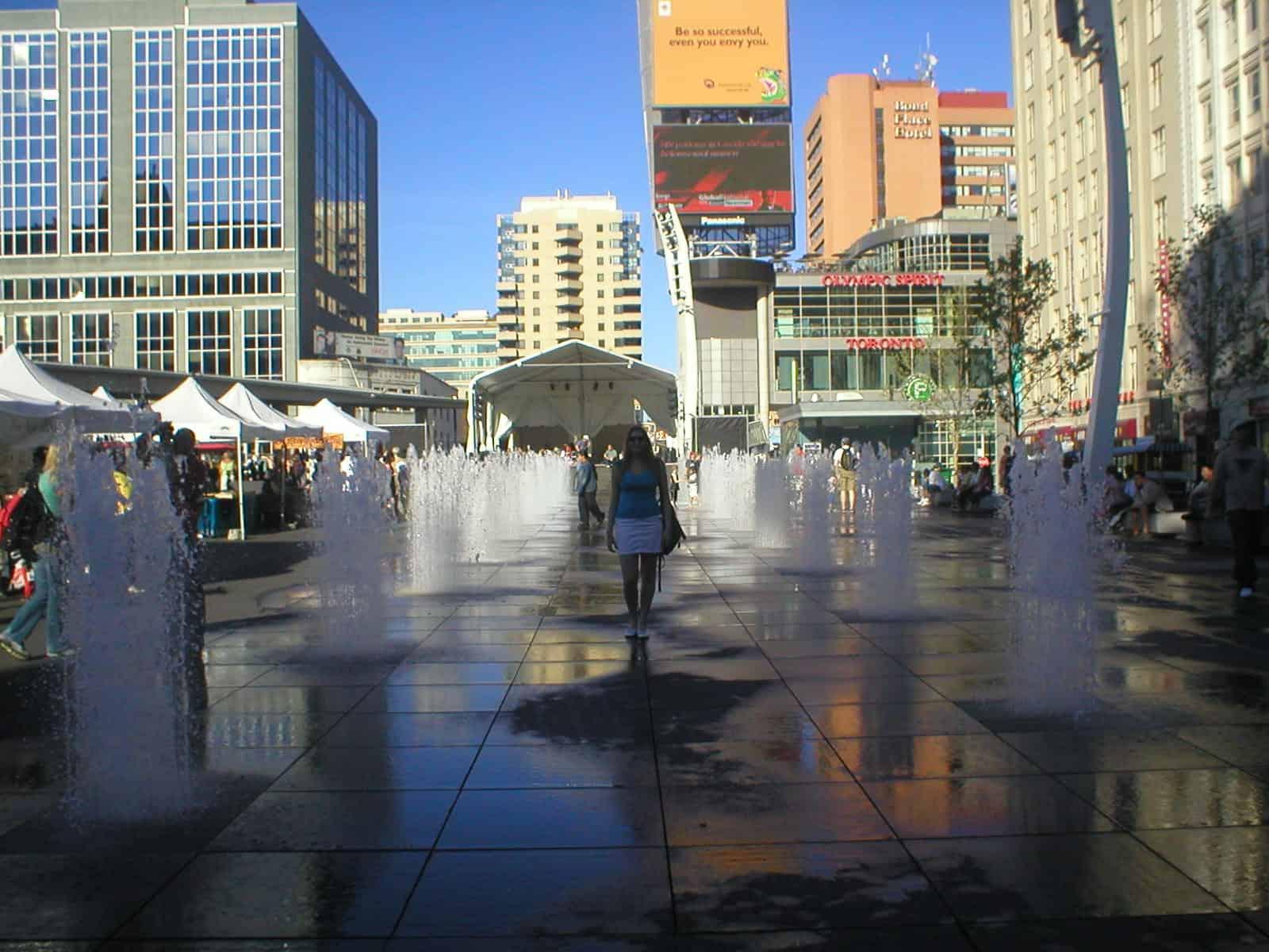 Fontes do centro comercial, em Toronto