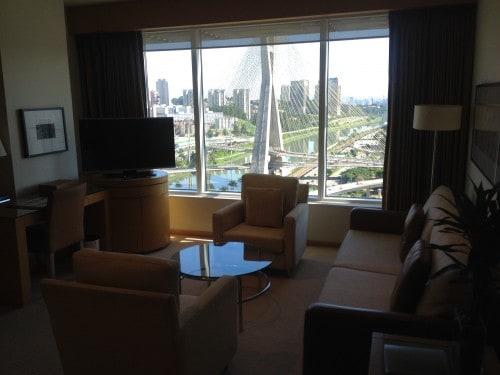 Sala de estar do meu quarto no Grand Hyatt em São Paulo