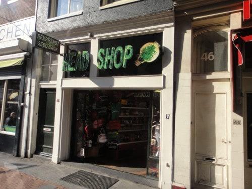 Loja de souvenirs e maconha em Amsterdã