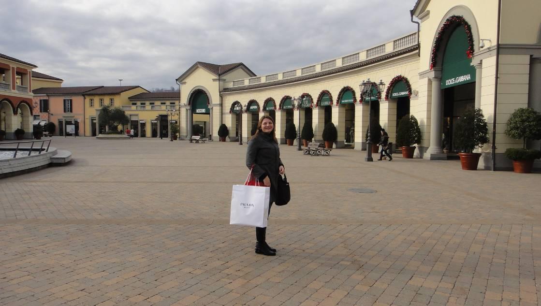 Compras no outlet serravalle, na Itália