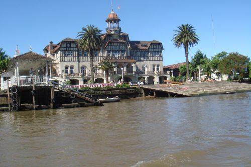 Casa nas margens do rio Tigre