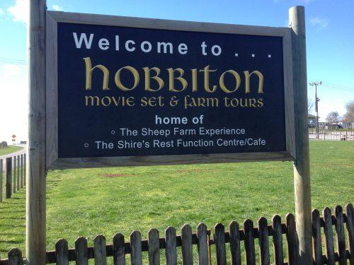 Na entrada de Robbiton