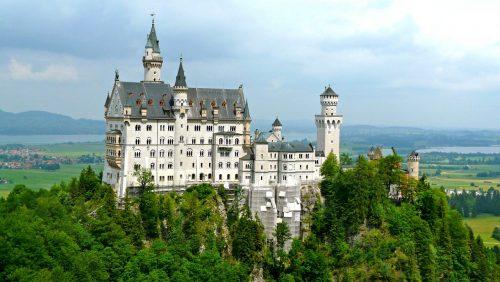 Castelo Neuschwanstein e a natureza ao redor