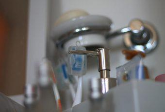 Doação de produtos de higiene oferecidos em hotéis e aviões