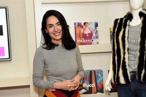 Apresentadora Lolô Ascar em atelier de moda