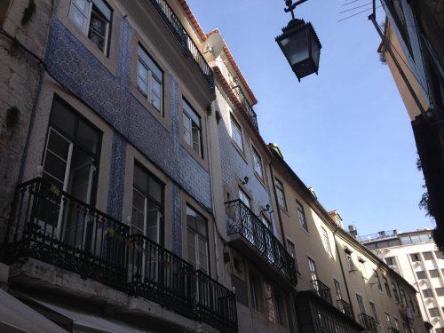 Prédios com azulejos em Lisboa