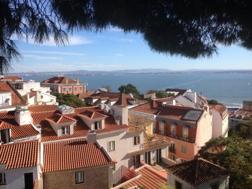 Casas de Lisboa e o Rio Tejo