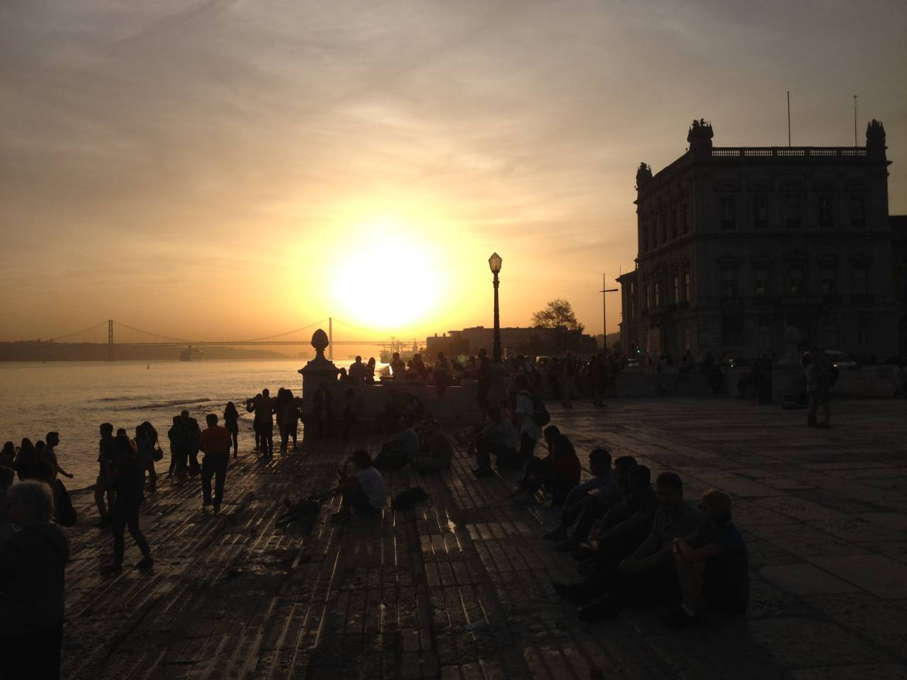 Pôr do sol na Praça do Comércio