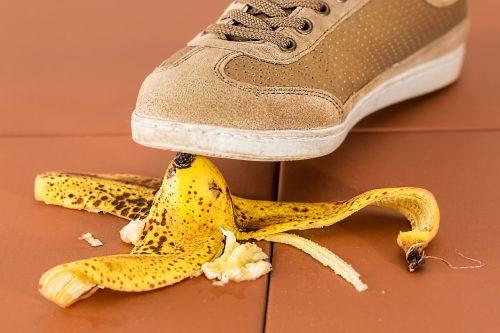 Pisando em casca de banana