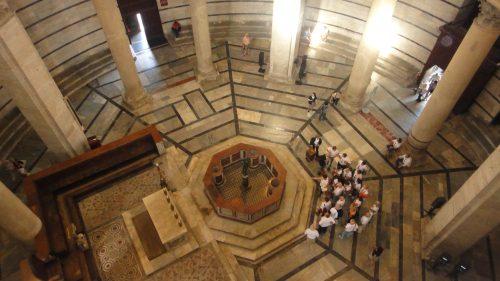 Interior do Batistério em Pisa