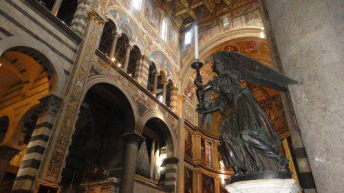 Interior da igreja Duomo de Pisa