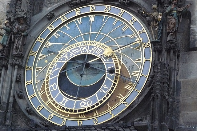 Orloj, o relógio astronômico