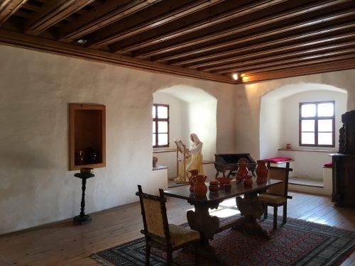 Interior do Castelo de Predjama na Eslovênia