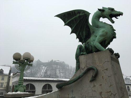 Dragão de Ljubljana e Castelo na montanha
