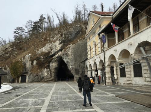 Entrada da Caverna de Postojna