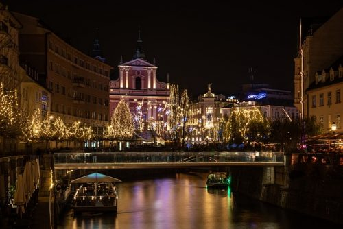 O cruzeiro no rio Ljubljanica