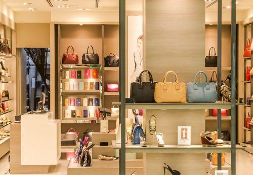 Loja de bolsas e sapatos sem marca