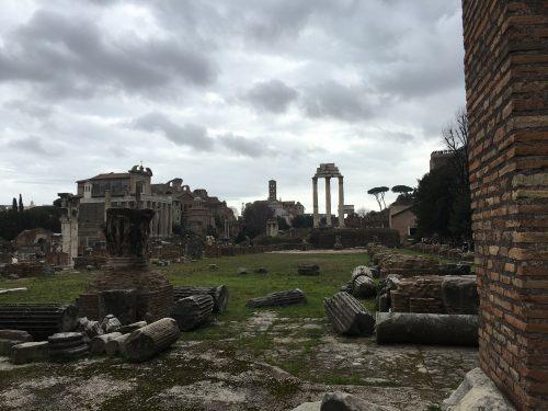Interior do Fórum Romano em Roma
