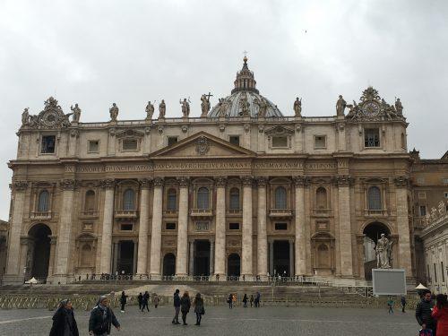 Fachada da Basílica de San Pietro