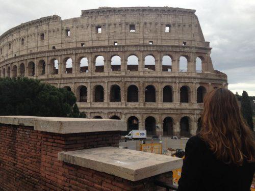 Vista externa do Coliseu em Roma