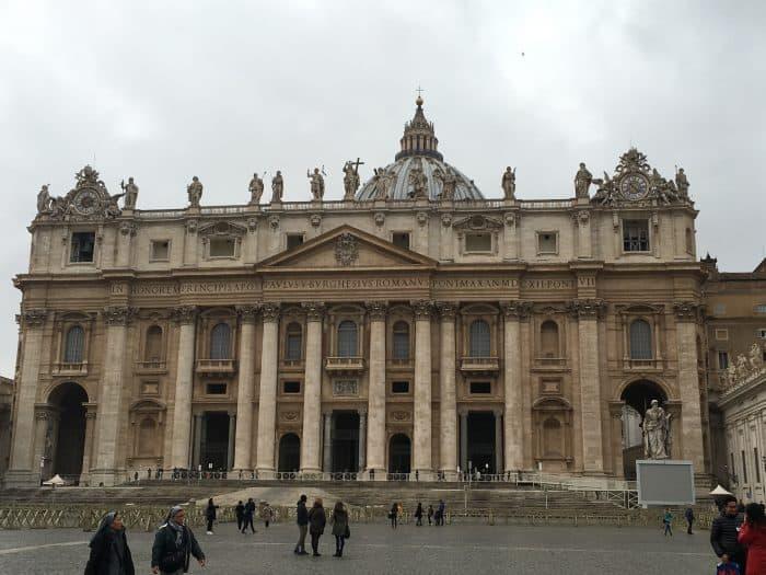 Fachada da Basílica de São Pedro em Roma
