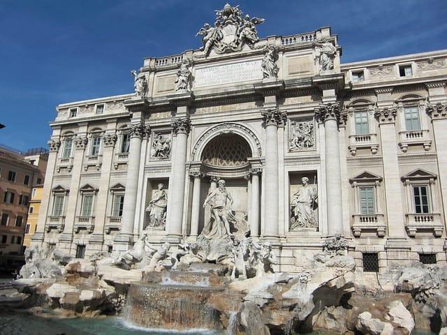 Detalhes da arquitetura da Fontana di Trevi
