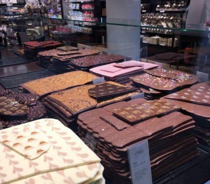 Placas de chocolate de diferentes sabores em Genebra