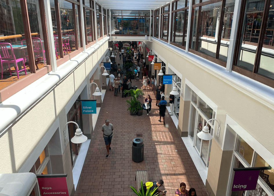 Interior do Bayside Marketplace