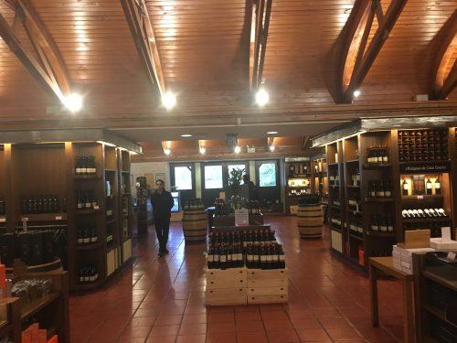 Vinhos expostos em loja no Chile