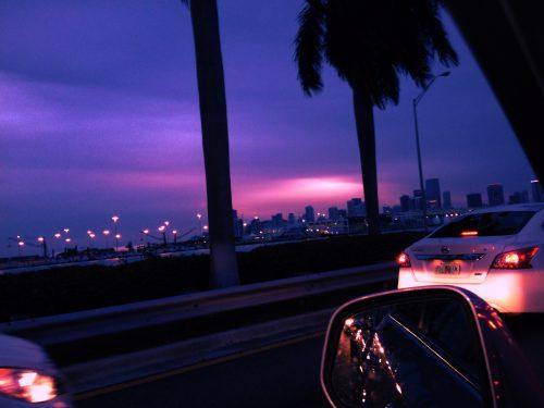 Pôr do sol e o trânsito de Miami