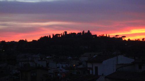 Céu colorido no fim de tarde da Toscana