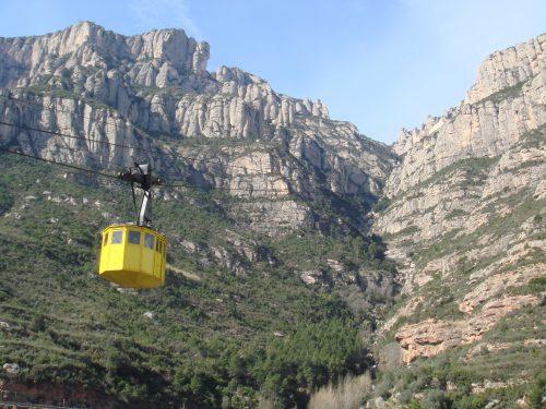 Teleférico a caminho das montanhas em Montserrat