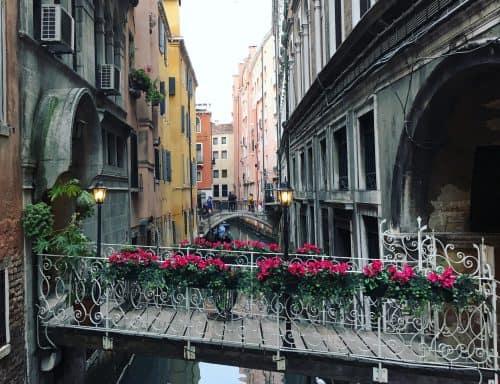 Pontes entre ilhas em Veneza