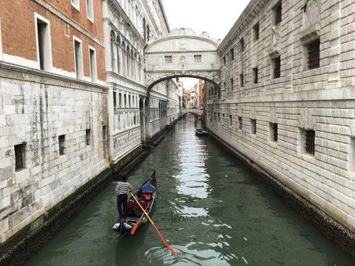 Ponte dos Suspiros no centro de Veneza