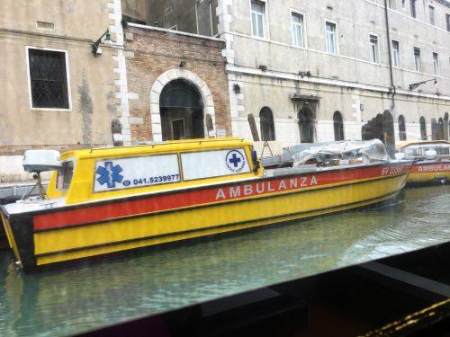 Barco como ambulância em Veneza