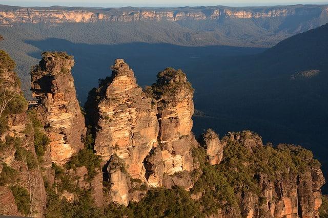 As montanhas pontudas conhecidas como Três Irmãs