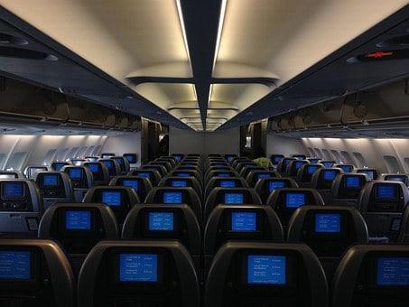 Interior de um avião para voos internacionais