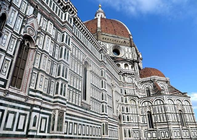 Vista da imensa catedral de Florença, do lado de fora