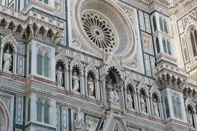 Detalhes da arquitetura da Duomo, em Florença