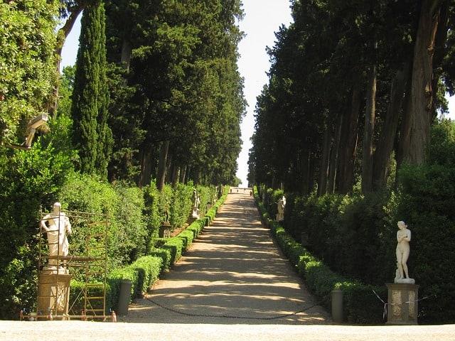Estátuas e árvores do Giardino di Boboli