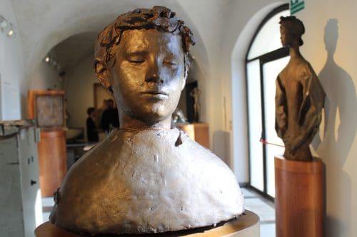 Obras de arte no interior da Accademia Carrara
