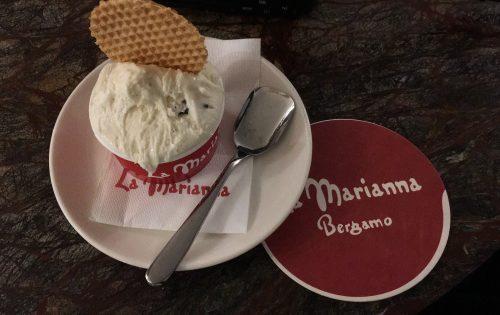 Sorvete de stracciatella e biscoito do La Marianna