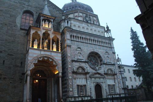 Fachada da Basílica Santa Maria Maggiore em Bérgamo
