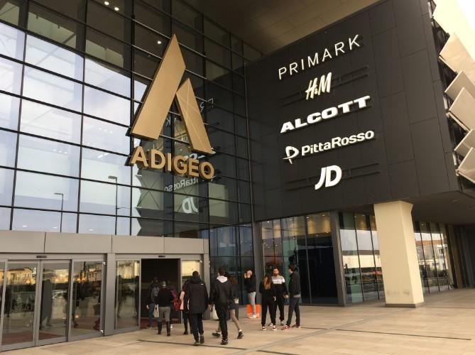 compras na europa: Lojas populares em Shopping italiano