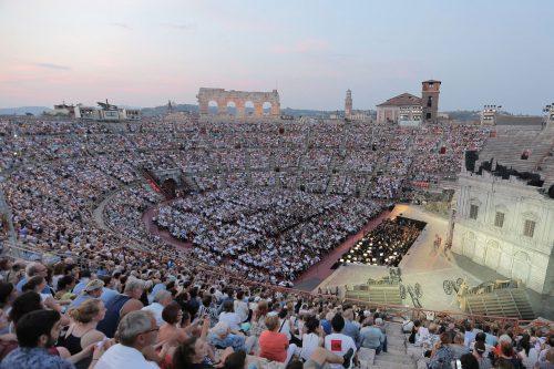 ópera a céu aberto na Arena em Verona