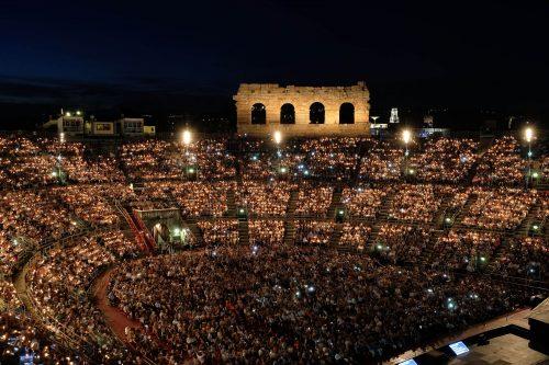 espetáculo na Arena durante uma noite de verão