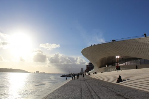 Rio Tejo e o Monumento aos Descobrimentos num fim de tarde