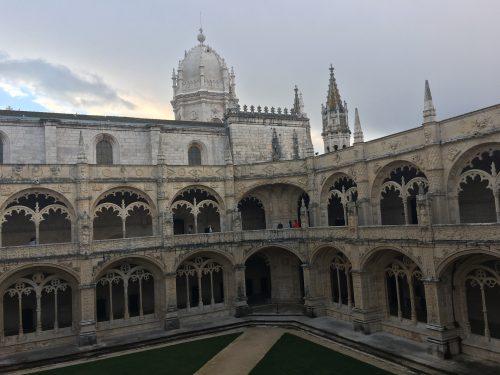 Arquitetura do lado de dentro do Mosteiro dos Jerônimos