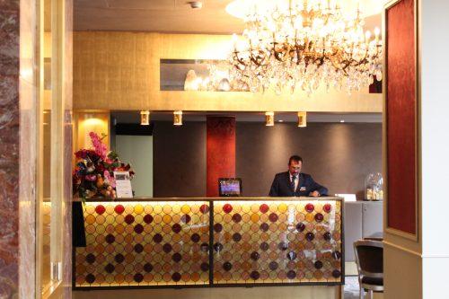 Recepção do Hotel Papadopoli MGallery em Veneza