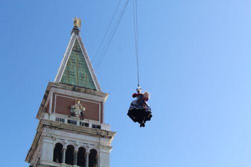 o popular voo do anjo do carnaval de Veneza